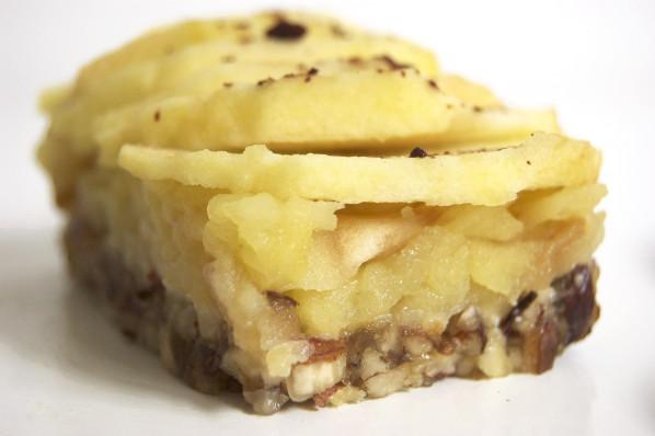 Tartelette aux pommes crue, sans gluten, sans lait, sans beurre, sans sucre raffiné, sans cuisson