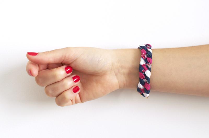 """DIY : réaliser un bracelet """"tresse à 4 brins"""" en tissus coloré / Atelier / Creative Workshop / Oh my Blog!"""