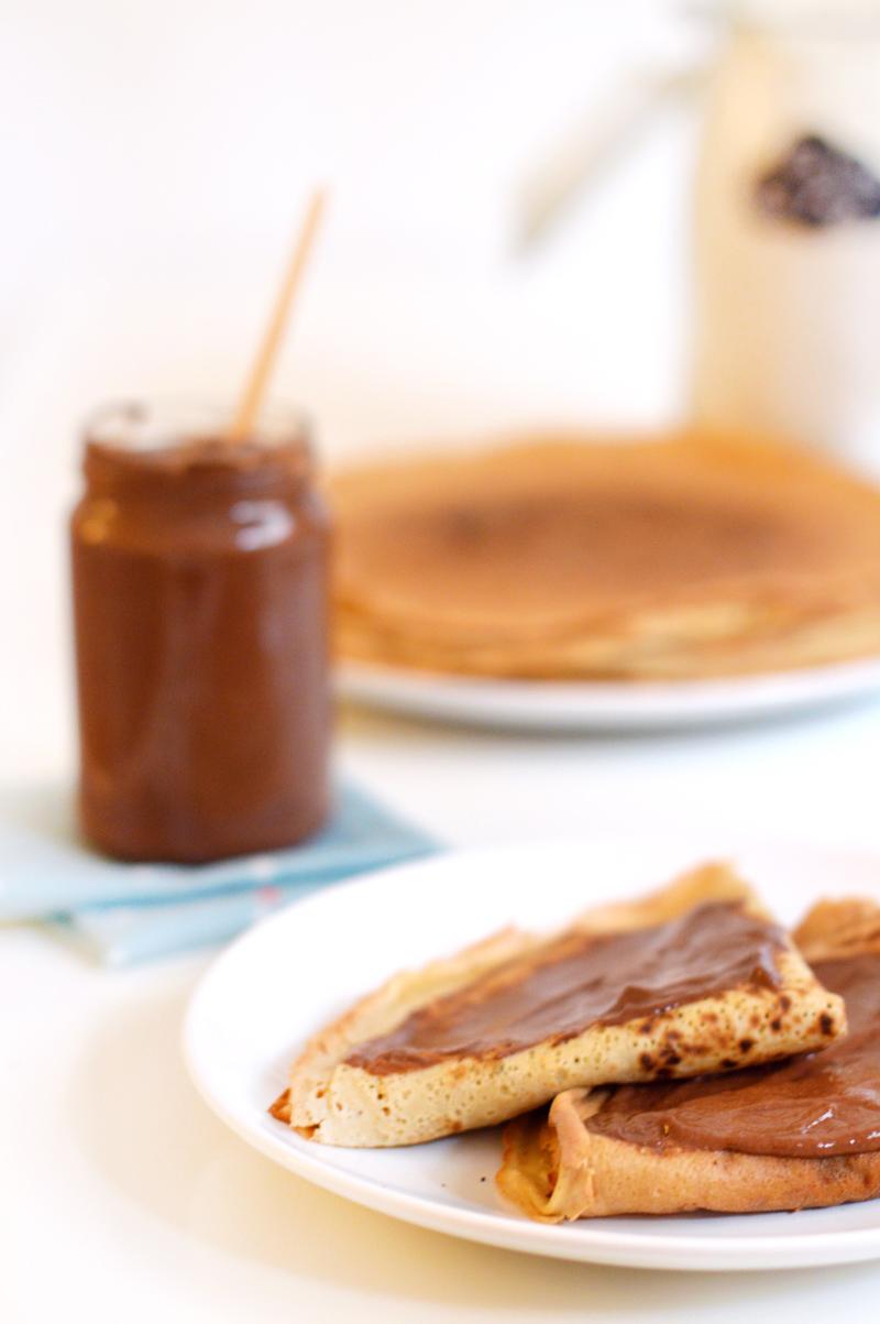 Crêpes à la pâte à tartiner chocolat-noisette (vegan, sans gluten, cru)
