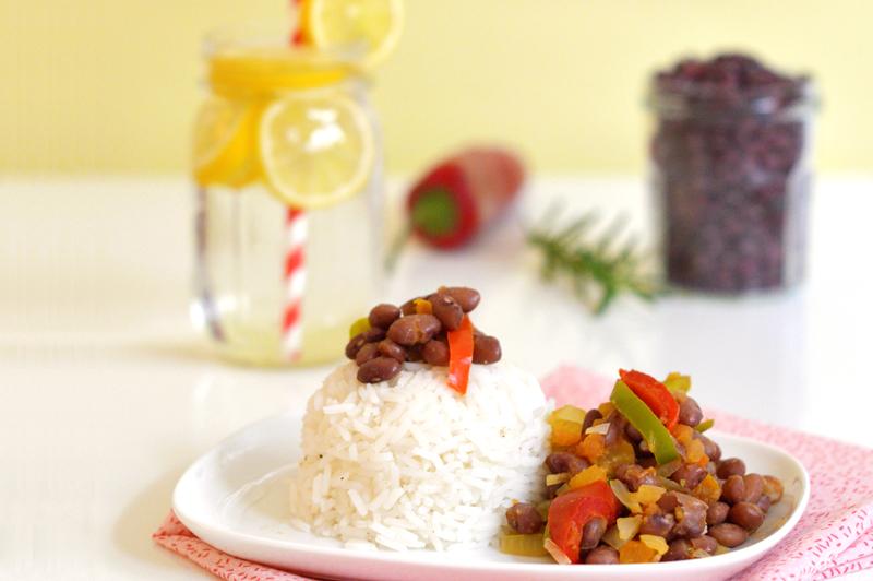 chili sin carne : chili vegan ou végétarien, préparé avec des haricots rouges, du riz, des légumes et des épices