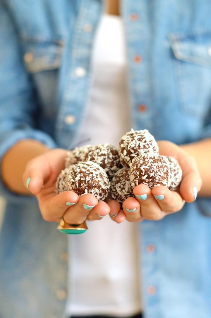 Bouchées crues au cacao et à la noix de coco