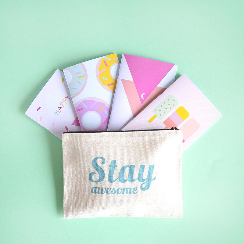 Petite Mila : trousse stay awesome + cartes postales