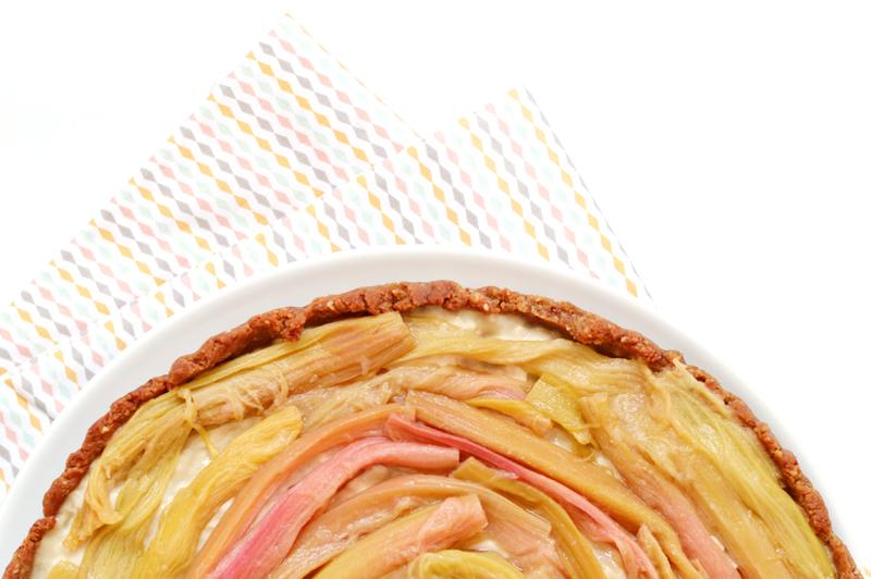 Tarte à la rhubarbe, crème pâtissière au romarin (vegan, sans gluten)