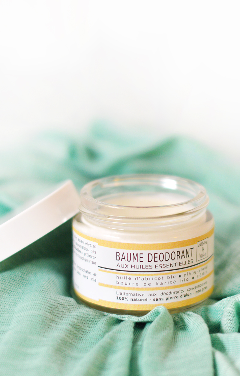 Clémence et Vivien, c'est une jolie marque française, naturelle et slow créée par deux amoureux. Leurs baumes déodorants sont tout plein de bonnes choses (beurre de karité, huile d'abricot et huiles essentielles) et s'appliquent au doigt.