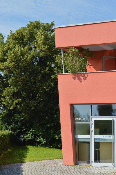 Ce n'est pas tous les jours qu'on peut observer l'envers du décor d'une marque comme Weleda, s'immiscer dans les backstages et tout passer à la loupe ! Je vous embarque dans les jardins de Weleda, près de Stuttgart, pour en savoir plus !