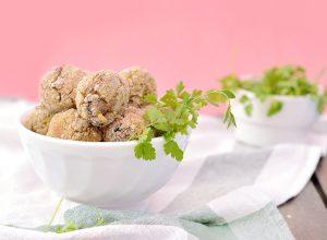 Pourquoi acheter des boulettes ou steaks végétaux industriels alors qu'on peut les faire soi même ?Voici ma recette hyper facile de boulettes végétales au quinoa et aux champignons (vegan, sans gluten) www.sweetandsour.fr