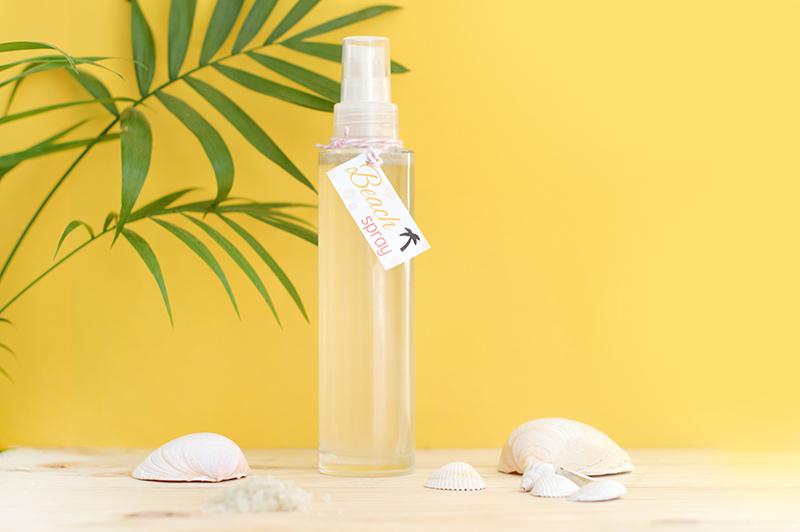 Envie de cheveux wavy en 5 mn top chrono ? Adopter mon beach spray au sel de mer avec uniquement des ingrédients naturels !