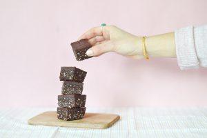 Mini brownies crus, vegan, sans gluten (recette de base à personnaliser)