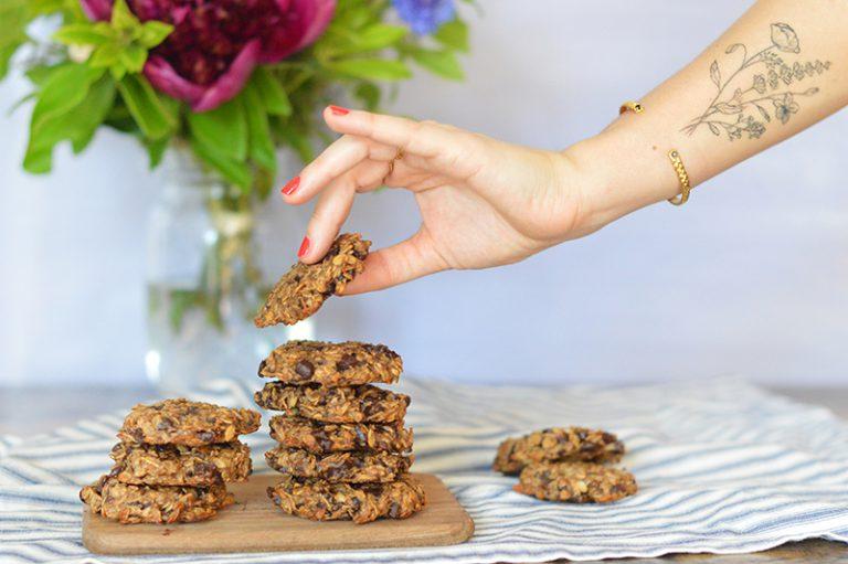 Plus rien dans le placard et besoin de cookies express ? J'ai la recette qu'il vous faut : seulement 3 ingrédients pour des cookies vegan, healthy et très peu caloriques !