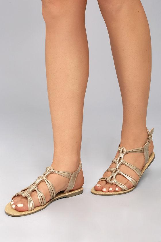 Après les boots vegan et les sneakers vegan, me voilà de retour avec ma sélection de sandales vegan pour cet été !