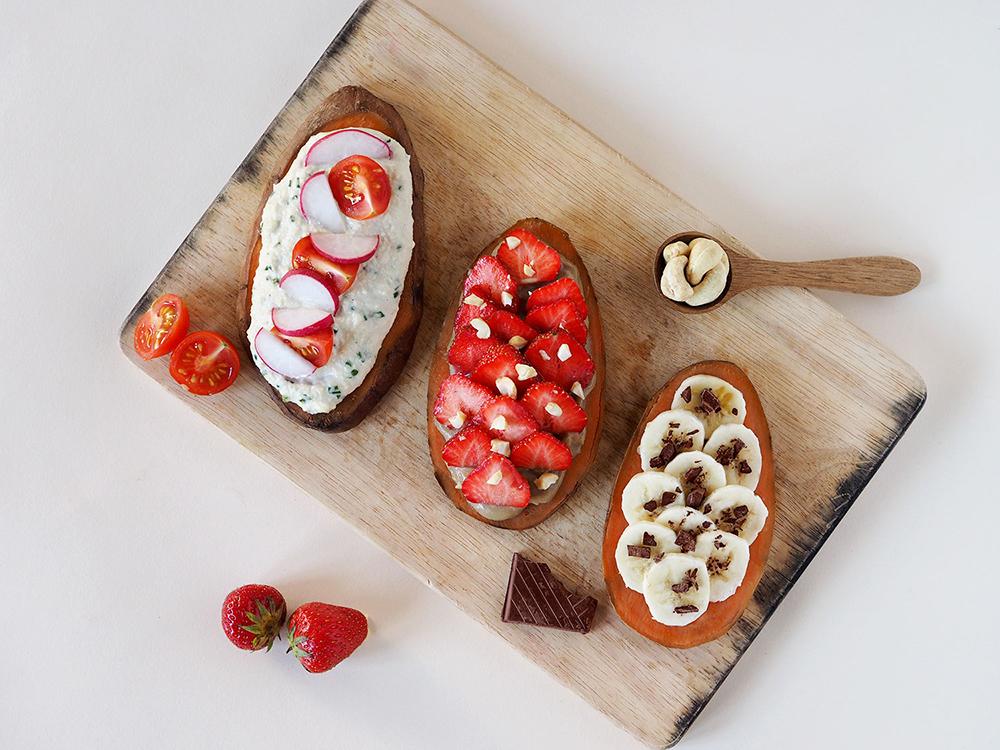 On oublie le pain ! Je vous propose une série de toasts de patate douce ! Avec des toppings salés ou sucrés, on peut les proposer en dessert ou en apéro !