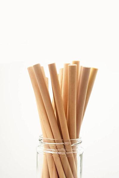 J'ai toujours kiffé boire mes smoothies à la paille. Malheureusement, les pailles en plastique sont souvent non recyclables. Mon alternative : les pailles en verre !