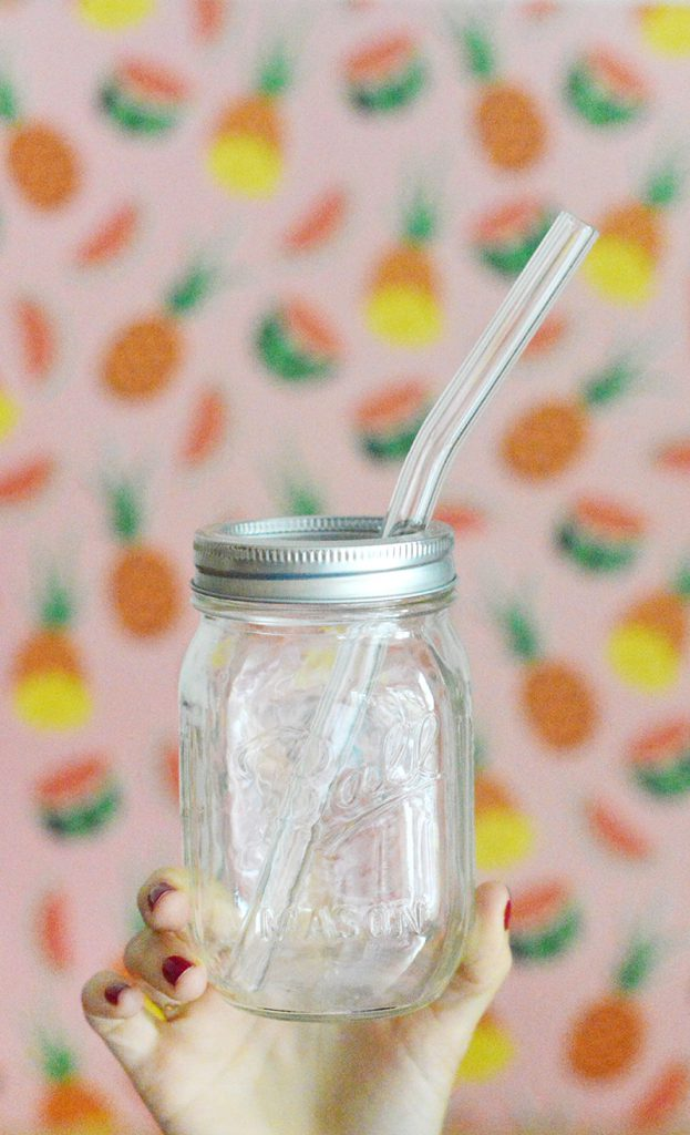 J'ai toujours kiffé boire mes jus et mes smoothiesà la paille mais pour éviter de polluer et d'utiliser du plastique, je suis une adepte de pailles réutilisables, en particulier de pailles en verre ! #zerodechet