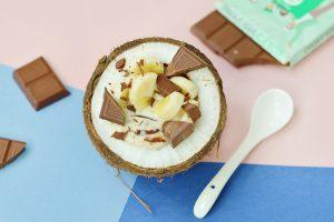 Smoothie bowl décadent avec le chocolat vegan au lait de coco Artisans du Monde