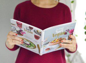 Fêter Noël en respectant ses valeurs et en mitonnant des petits plats vegan, éthiques et gourmands c'est possible ! Pous donner des idées, vous aider à véganiser des plats de Noël traditionnels et à construire votre menu de fêtes 100% vegan, voici les livres à acquérir d'urgence !