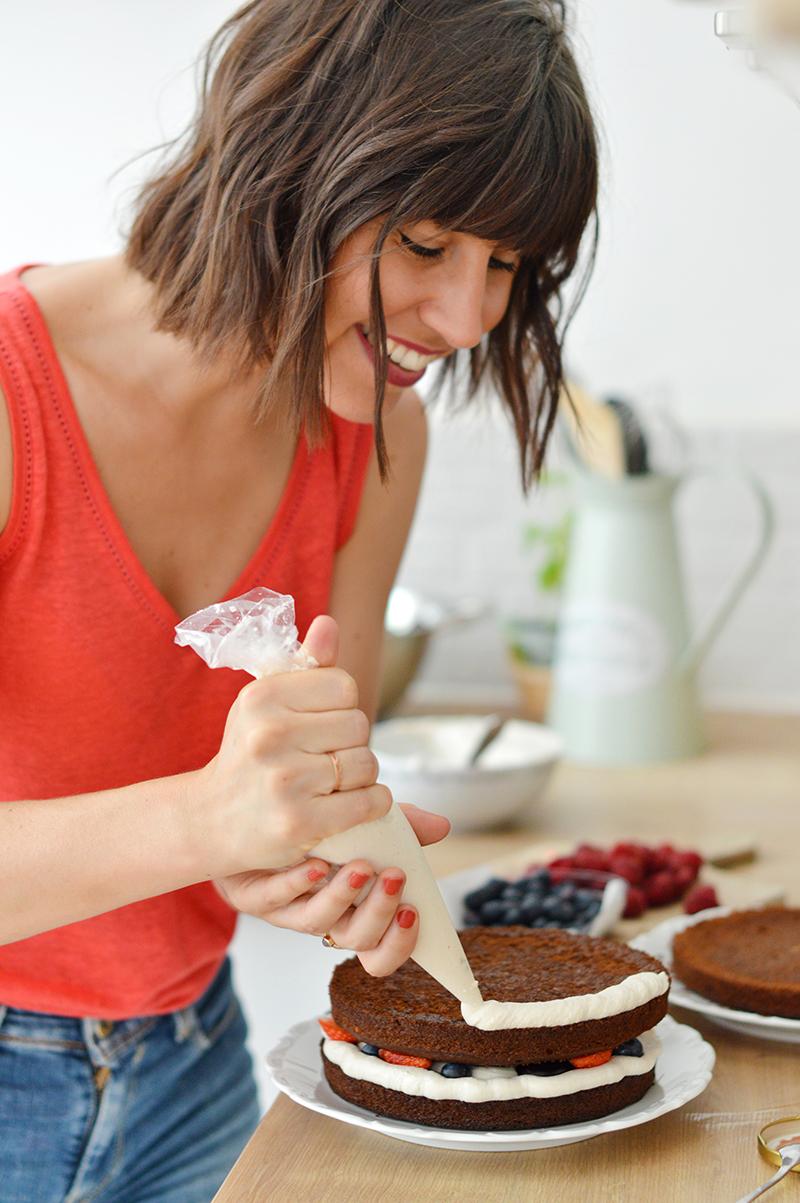 Gâteaux vegan décadents : un ebook dédié à la pâtisserie vegan et sans gluten et plus particulièrement aux gros gâteaux décadents à étages. Toutes les recettes sont vegan, sans gluten et sans ingrédients raffinés.