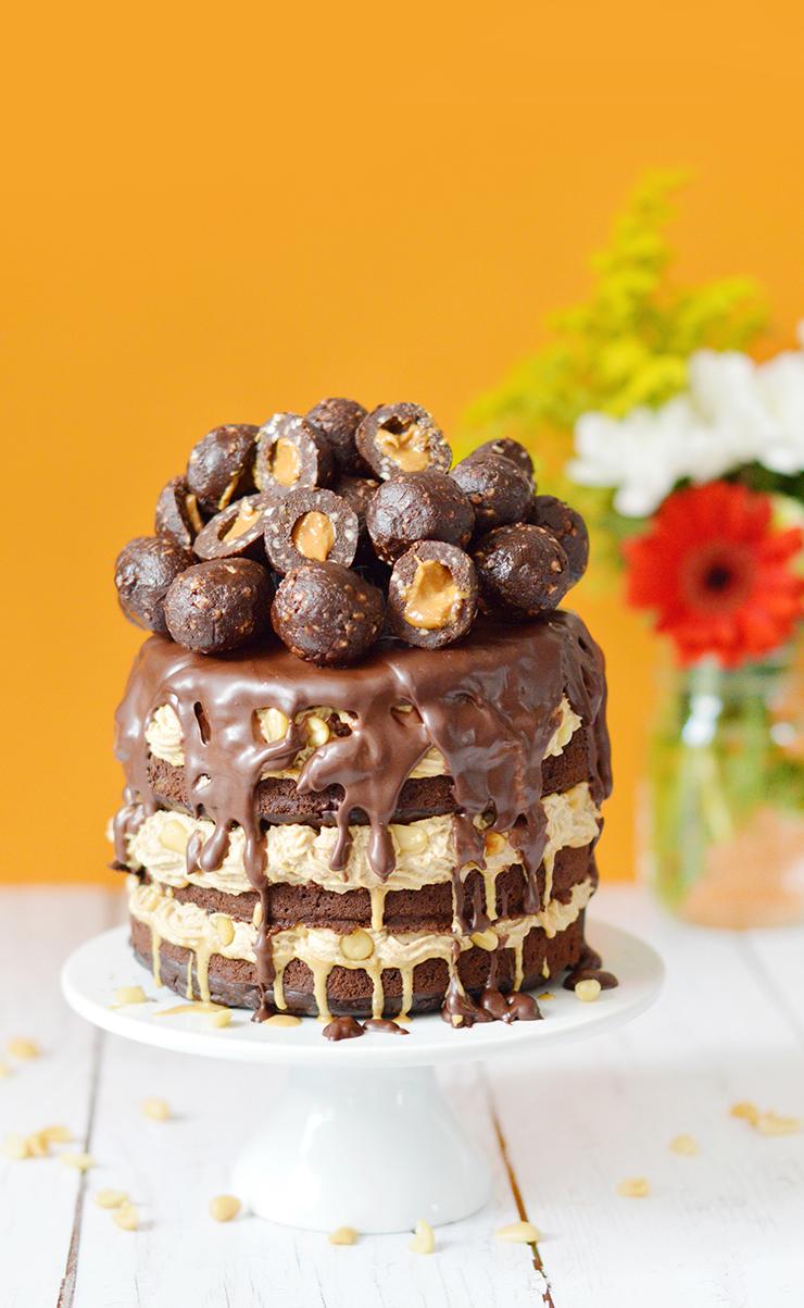 Parce que je kiffe Funky Veggie et parce que le Coeur de Boule brownie - beurre de cacahuète est mon snack préféré de tous les temps, j'ai créé un big gâteau vegan et sans gluten en son honneur ! De quoi vous offrir un #MOMENTBOULE ultra décadent !