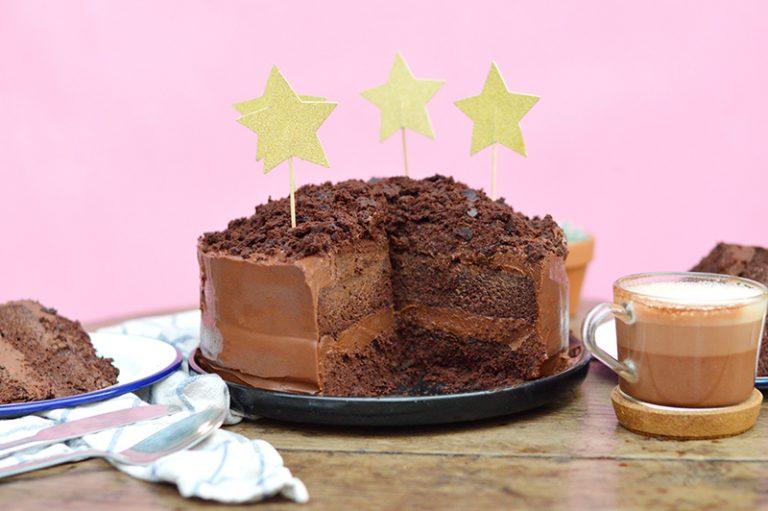 J'ai le plaisir de vous dévoiler la recette du gâteau au chocolat de Leah que vous pouvez parfois déguster chez Aujourd'hui Demainà Paris (11ème). Il est vegan et sans gluten, ce qui ne lui enlève rien de sa gourmandise !