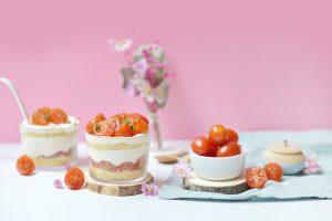 Tiramisu aux tomates cerises et sucettes de concombre
