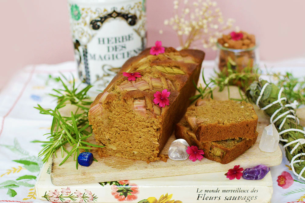 Cake rhubarbe, romarin et amande