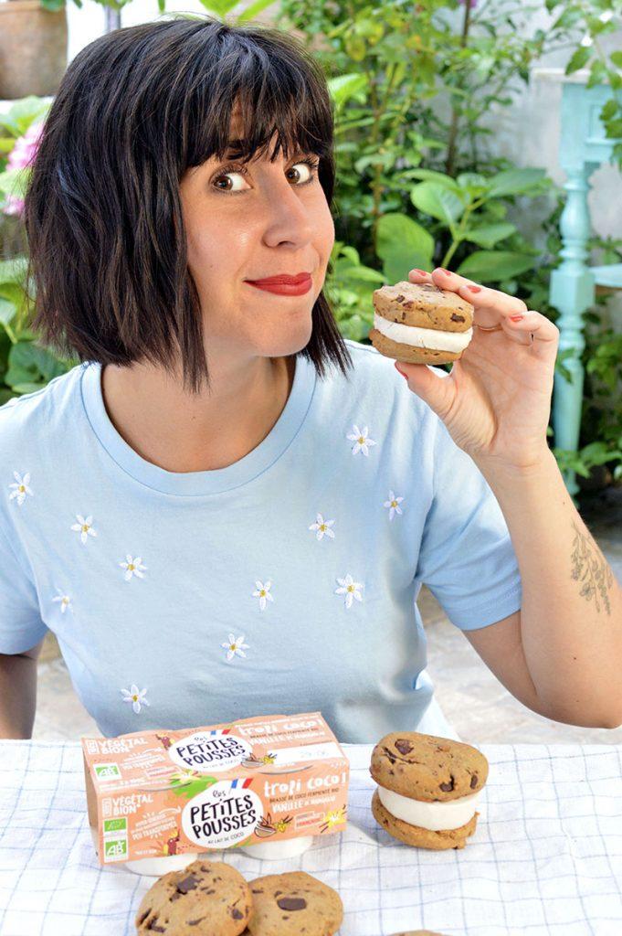 Ice cream cookie sandwich avec Les Petites Pousses Tropicoco Coco-Vanille